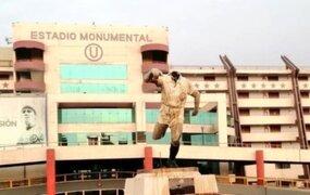 Estadio Monumental: Vándalos cortan la cabeza a la estatua de Lolo Fernández