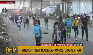 Paro de transportistas: cientos caminan hasta dos horas para encontrar movilidad