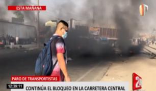 Transportistas continúan bloqueando la Carretera Central