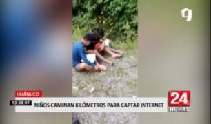Niños caminan varios kilómetros para captar internet en Huánuco