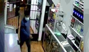 Ladrones son captados distrayendo a trabajadores de negocios de SJL para robarles