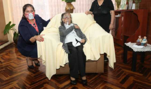 Con 105 años, doña Clara es la persona de mayor edad de la Fuerza Aérea que recibió la vacuna