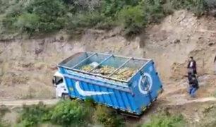 Áncash: camión cae al abismo en zona de Carhuaz y chofer se salva de milagro