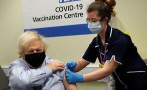 Reino Unido: Boris Johnson recibió primera dosis de la vacuna de AstraZeneca