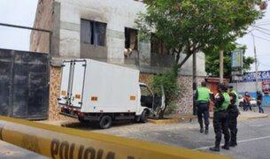 Barranco: conductor de furgoneta falleció tras chocar con un árbol y una vivienda
