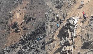 """Comas: camión de carga cae a abismo en trocha """"Pasamayito"""" y chofer salva de milagro"""