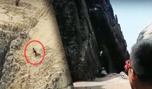 """Joven salva de morir tras caer por acantilado de playa """"La Chira"""" en Chorrillos"""