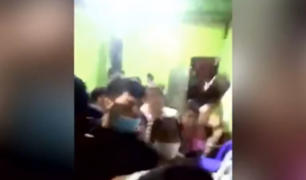 Piura: lanzan botellas a serenos durante intervención en 'fiesta COVID'