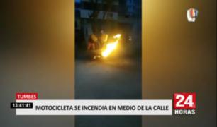 Tumbes: motocicleta se incendió en medio de la calle