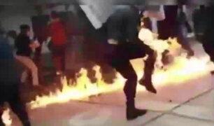 Jaen: policía casi termina en llamas durante una protesta de estudiantes