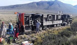 Al menos 14 personas quedaron heridas tras volcarse bus interprovincial en Arequipa