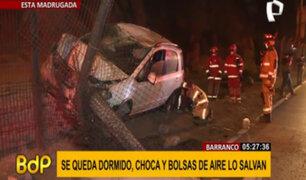Barranco: conductor salva de morir tras chocar auto por aparentemente quedarse dormido