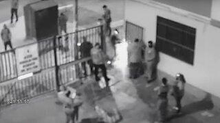 Vecinos de Entel denuncian que seguridad de hostales desmontaron parte de reja