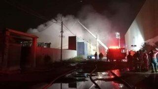 Comas: controlaron incendio en fábrica clandestina luego de más de 10 horas