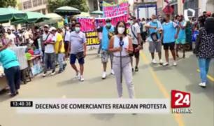 Decenas de comerciantes ambulantes realizan protesta en el Cercado de Lima