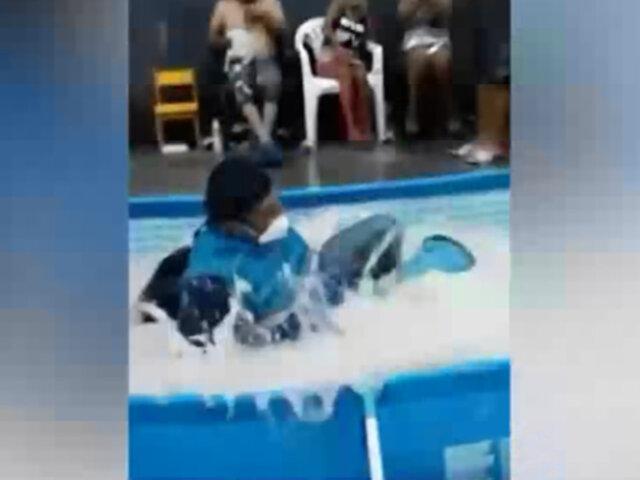 Vecinos arrojaron a dos fiscalizadores de la Municipalidad de Lima a una piscina