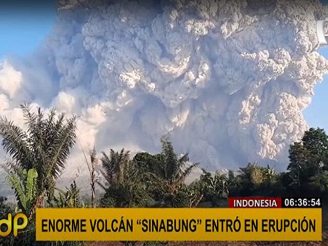 ¡Increíble! enorme columna de humo y cenizas del volcán Sinabung llega a los 5 mil mtrs