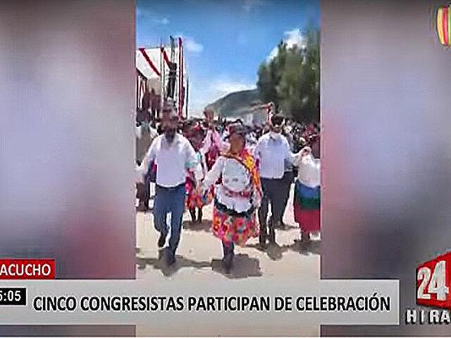 Cinco congresistas participan en pasacalle que generó aglomeración