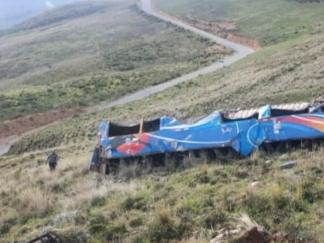 Junín: catorce pasajeros de bus sobrevivieron tras caída a abismo de 300 metros
