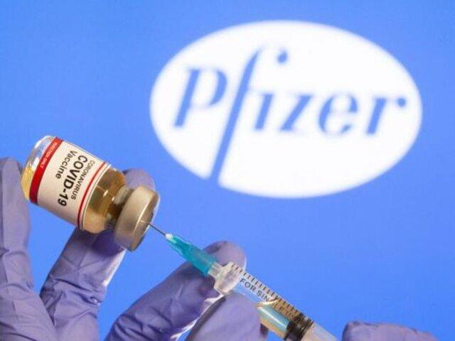 Pfizer estudia si tercera dosis de vacuna aumentaría protección ante COVID-19