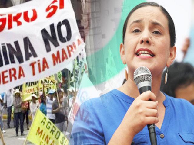 """Verónika Mendoza firma acuerdo para cancelar """"Tía María"""" de ganar elecciones"""