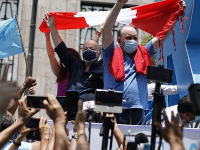 Hernando de Soto apoyó a López Aliaga en su protesta ante el JNE