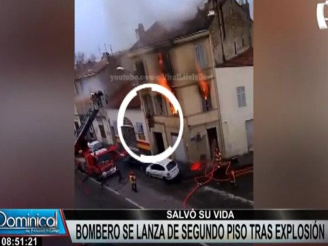 Bombero se lanza del segundo piso de edificio tras potente explosión