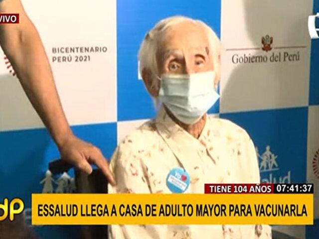 Mujer de 104 años se convierte en la primera adulta mayor en ser vacunada