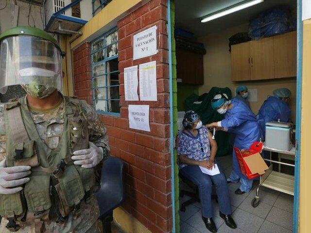 Perú no permitirá que personas vacunadas se reúnan sin mascarillas
