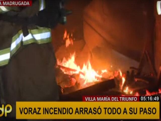 VMT: incendio de grandes proporciones arrasó al menos 30 negocios en galería