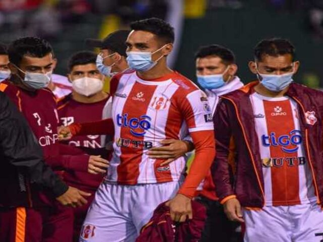 Polémica en Bolivia: jugador fue despedido en plena cancha