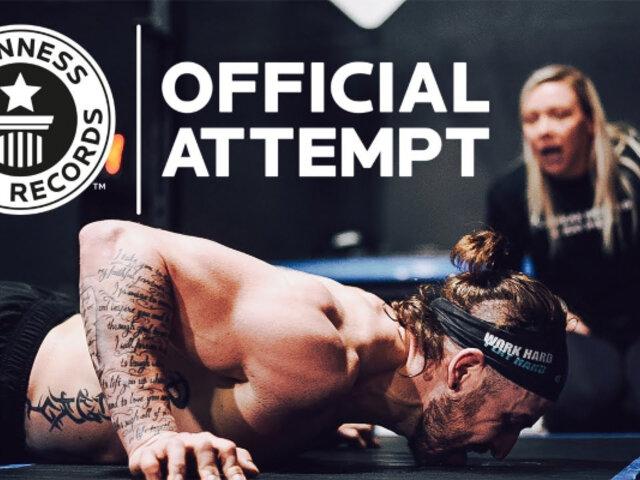 Nick Anapolsky bate Récord Guinness tras realizar 879 flexiones en una hora