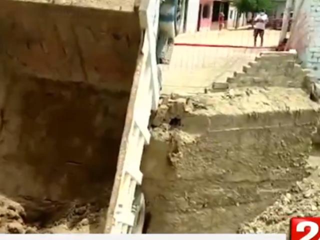 Cañete: puente colapsa tras paso de volquete