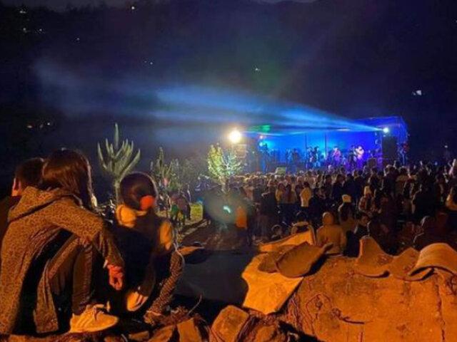 Huánuco: más de 300 personas aglomeradas y bebiendo licor en fiesta con orquesta
