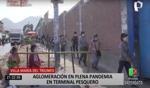 Ciudadanos formaron largas colas para ingresar al terminal pesquero de Villa María del Triunfo