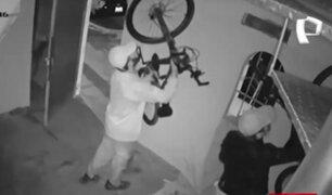 San Miguel: dos delincuentes aprovechan toque de queda para robar bicicletas