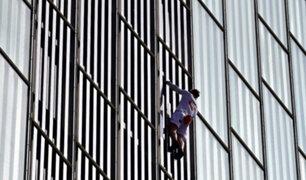 España: arriesgado sujeto escala hotel de 20 pisos sin ningún tipo de protección