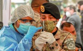Más de 73 mil miembros de las Fuerzas Armadas recibieron primera dosis