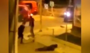Ayacucho: captan brutal golpiza a un joven en la calle