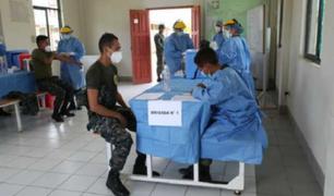 Loreto: ministra de Defensa supervisó jornada de vacunación del personal militar