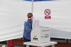 Elecciones 2021: candidato Rafael Santos emitió su voto en San Isidro