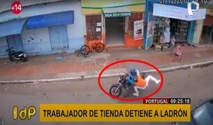 VIRAL: trabajador de tienda se lanza contra ladrón antes que huya con el botín