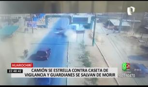 Huarochirí: camión se estrella contra caseta de vigilancia y guardianes se salvan de morir