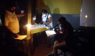 Miembros de mesa realizaron conteo de votos con luz de velas y linternas en Ica