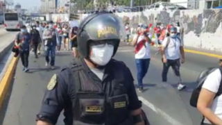 Trabajadores de casinos y tragamonedas toman vía del Metropolitano en protesta por restricciones