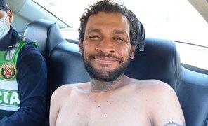Ladrón extranjero se muestra feliz tras ser capturado por robar una bicicleta