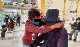 Tierno gesto en Huancayo: niño acompañó a su abuelo a vacunarse contra la COVID-19