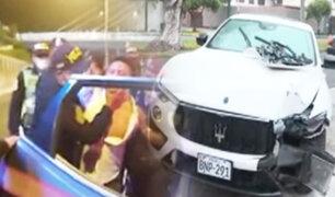 Sujeto arrolla a dos personas y choca contra patrullero en San Isidro