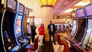 Gobierno aprobó reapertura de casinos, clubes deportivos y templos