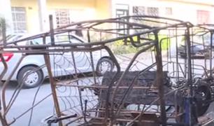 SMP: desconocidos queman mototaxis en la puerta de una vivienda